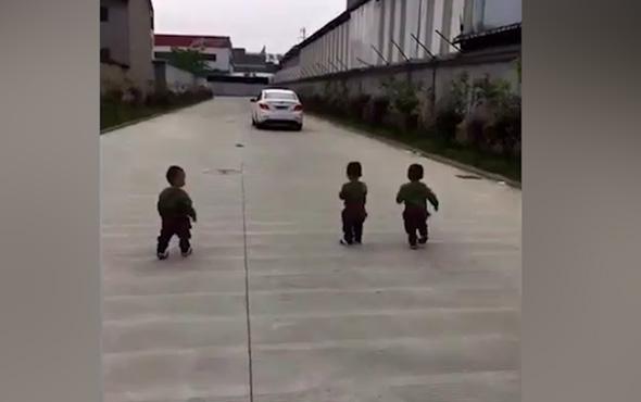 İşe giden babalarından ayrılmak istemeyen üçüzler