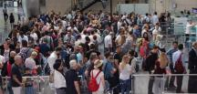 Atatürk Havalimanı'nda bayramda yolcu yoğunluğu