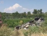 Manavgat'ta tur minibüsü şarampole uçtu