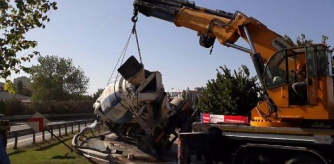 Virajı alamayan beton mikseri devrildi