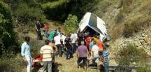 Antalya'da tur otobüsü şarampole devrildi! Ölü ve yaralılar var!