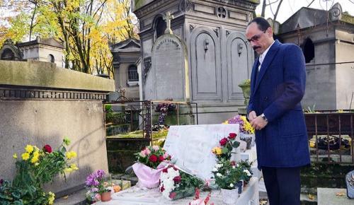 Ahmet Kaya'nın mezarına sürpriz ziyaret