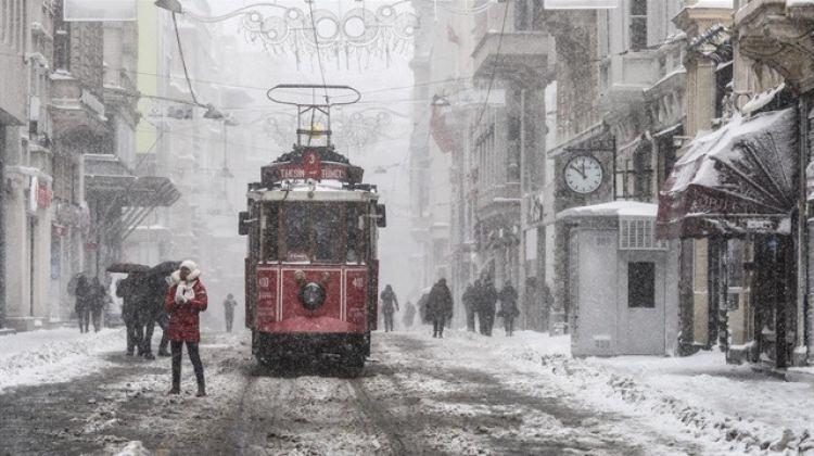 İstanbul'a kar geliyor! Meteoroloji tarih verdi!
