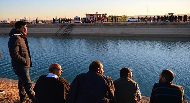 Şanlıurfa'da otomobil sulama kanalına devrildi: 2 ölü