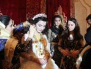 Aşiret düğününde gelin altınları zor taşıdı!