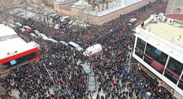 Gebze'de on binler şehidini uğurladı