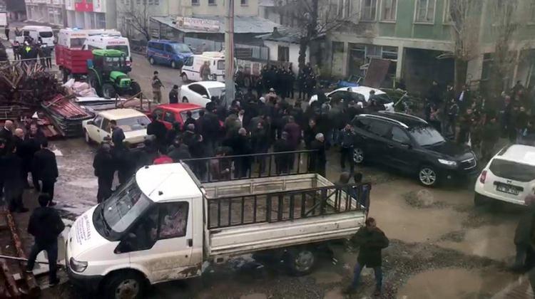 Sokak ortasında kardeş kavgası! 5 ölü