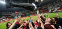 Bu sezon 3 kere yendi… Akhisar kupayı aldı!