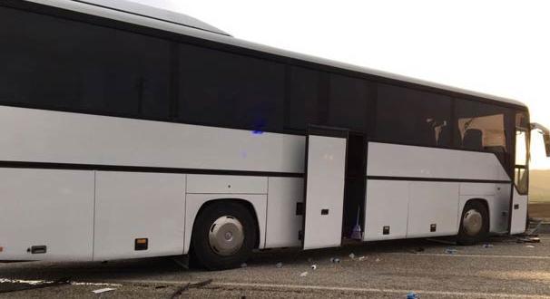 Tur otobüsü tıra çarptı! Ölü ve yaralılar var