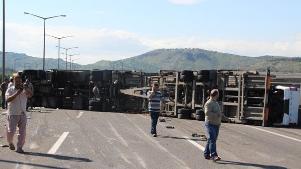 Ankara'da sıfır araç taşıyan TIR devrildi ! Araçlar hurdaya döndü