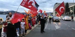 Sonuçlar açıklandıkça vatandaşlar Tarabya'da toplanmaya başladı