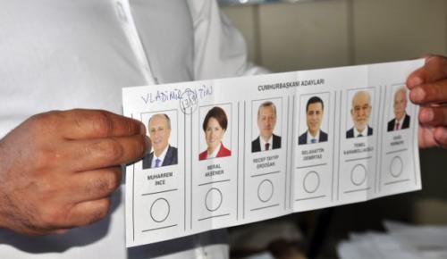 Vladimir Putin'e oy çıktı!
