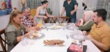 Yemekteyiz'de masanın hali Onur Büyüktopçu'yu şaşırttı!